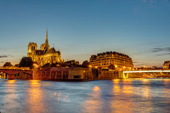 Ile DE La Cite in Parijs bij dageraad stock fotografie