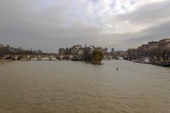 Ile de la Cite, wie von Pont des Arts, Paris, Frankreich gesehen Lizenzfreies Stockfoto