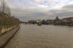 Ile de la Menção como visto de Pont du Carrossel, Paris, França fotografia de stock royalty free
