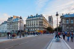 Ile de la Menção em Paris no crepúsculo Imagem de Stock Royalty Free