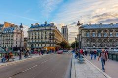Ile de la Menção em Paris no crepúsculo Fotografia de Stock Royalty Free