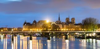 Ile de los angeles i notre paniusia de Paryski Cathedrale cytujemy, Francja fotografia stock