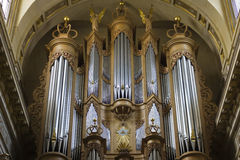 Ile helgon Louis Cathedral Organ i Paris Arkivbilder