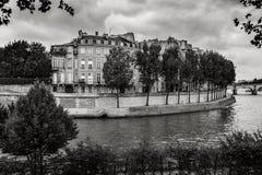 Ile Saint Louis och flod Seine, Paris Svart & vitt fotografi Royaltyfri Bild