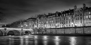 Ile圣路易和Pont玛里在晚上,巴黎,法国 库存图片