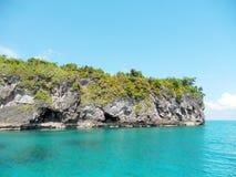 Ilha bonita com ?gua clara fotografia de stock