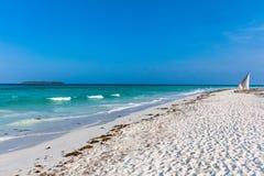 Ilha branca Tanz?nia East Africa de Unguja Zanzibar da praia da areia de Muyuni imagens de stock
