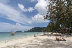 Ilha branca tropical de Koh Tao da praia da areia, Chumphon, Tailândia Foto de Stock