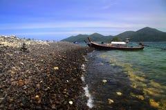 ilha colorida das rochas perto de Koh Lipe fotos de stock