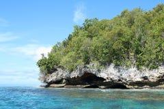 Ilha com rocha da pedra calcária fotos de stock