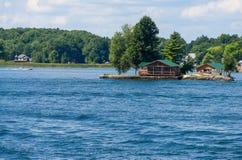 Ilha com uma casa de campo Fotos de Stock Royalty Free