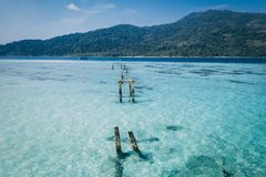 Ilha Crystal Clear Sea de Paradise, azul, palmas, no fyre foto de stock