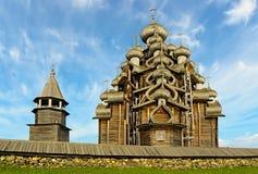 A ilha da arquitetura de madeira em Rússia foto de stock