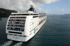Ilha das Caraíbas de partida do navio de cruzeiros Fotos de Stock Royalty Free