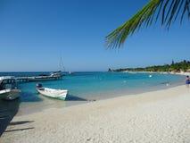 Ilha das caraíbas das Honduras de Paradise da praia foto de stock