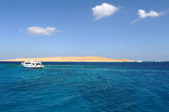 ILHA DE AL-MAHMYA, EGIPTO - 17 DE OUTUBRO DE 2013: O al-Mahmya é um parque nacional com praia do paraíso e a atração turística gr Foto de Stock Royalty Free