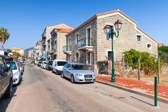 Ilha de Córsega, opinião da rua da estância turística pequena Imagens de Stock
