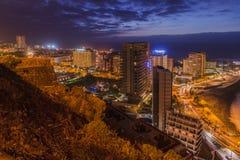 Ilha de Cruz Tenerife do la de Puerto de na noite Imagem de Stock