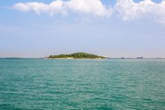 Ilha de deserto Paradise azul Console tropical Fundo de surpresa da praia para o curso do verão e o projeto de conceito das féria imagem de stock royalty free