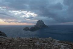 A ilha de Es Vedra no mar de Ibiza fotografia de stock royalty free