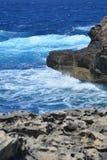 Ilha de Gozo - mares dos azuis celestes Imagem de Stock Royalty Free