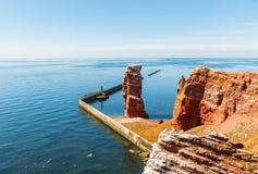 A ilha de Helgoland na luz do dia completa em agosto imagens de stock royalty free