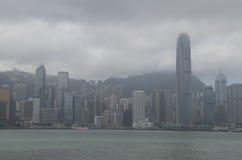 ILHA DE HONG KONG SOB O CÉU NEBULOSO Foto de Stock Royalty Free