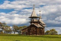 Ilha de Kizhi, Petrozavodsk, Carélia, Federação Russa - 20 de agosto de 2018: Arquitetura popular e a história da construção o imagem de stock