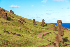 Ilha de Páscoa Moai em Rano Raraku imagem de stock