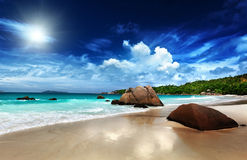 Ilha de Praslin da praia de Anse Lazio Foto de Stock