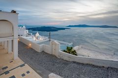 Ilha de Santorini em Gr?cia, um dos destinos os mais bonitos do curso do mundo Lugar Fira fotos de stock