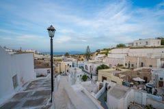 Ilha de Santorini em Gr?cia, um dos destinos os mais bonitos do curso do mundo Lugar Karterados imagens de stock