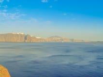 Ilha de Santorini no por do sol Um ponto de vista da vila de Oia Imagem de Stock Royalty Free