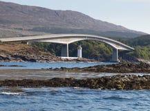 Ilha de Skye Bridge, montanhas escocesas imagens de stock