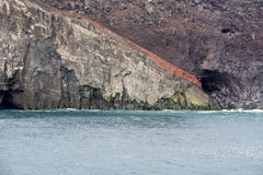 Ilha de Surtsey dos penhascos, Islândia imagens de stock