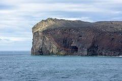 Ilha de Surtsey dos penhascos, Islândia fotos de stock