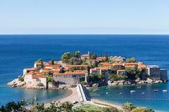 Ilha de Sveti Stefan em Budva foto de stock