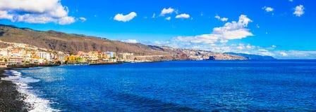 Ilha de Tenerife - cidade costeira pitoresca Candelaria imagens de stock royalty free
