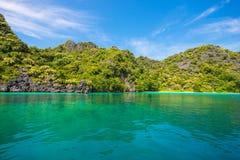 A ilha de Zadetkyi é a maioria de rasa abundante coral em Myanmar imagens de stock