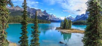 Ilha do espírito no lago Maligne Foto de Stock