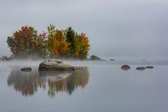 Ilha do lago Chittenden - montanhas verdes - outono - Vermont foto de stock