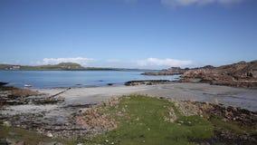 Ilha do porto de Fionnphort da opinião BRITÂNICA Mull Escócia à bandeja da ilha de Iona filme