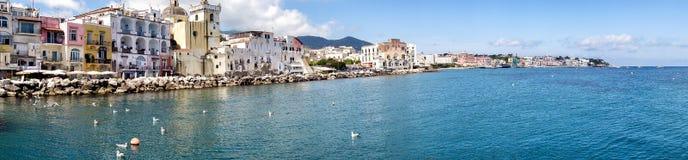 Ilha dos ísquios na baía de Nápoles Fotografia de Stock