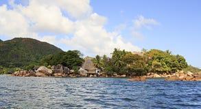 A ilha e o hotel Chauve Souris batem no indiano Fotos de Stock Royalty Free