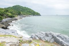 A ilha e o mar nos dias nebulosos fotos de stock royalty free