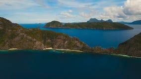 Ilha e Sandy Beach tropicais, vista aérea EL Nido vídeos de arquivo
