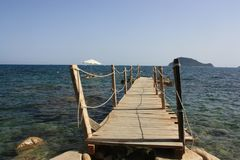 Ilha grega de Zakynthos, o cais de que ele é possível para saltar no mar Foto de Stock Royalty Free