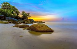 Ilha Indonésia de Tanjung Kelayang Bangka do por do sol Fotografia de Stock Royalty Free