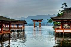 Ilha Japão de Miyajima do santuário de Itsukushima Torii fotografia de stock