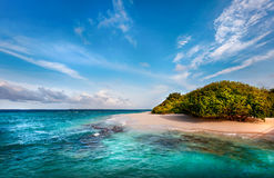 Ilha maldiva abandonada Imagens de Stock
